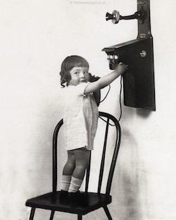 ChildWithPhone