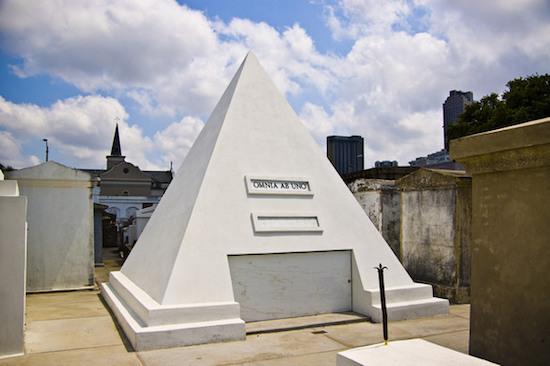 nicolas_cage_pyramid