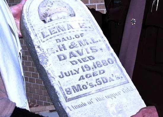 lena_davis_tombstone